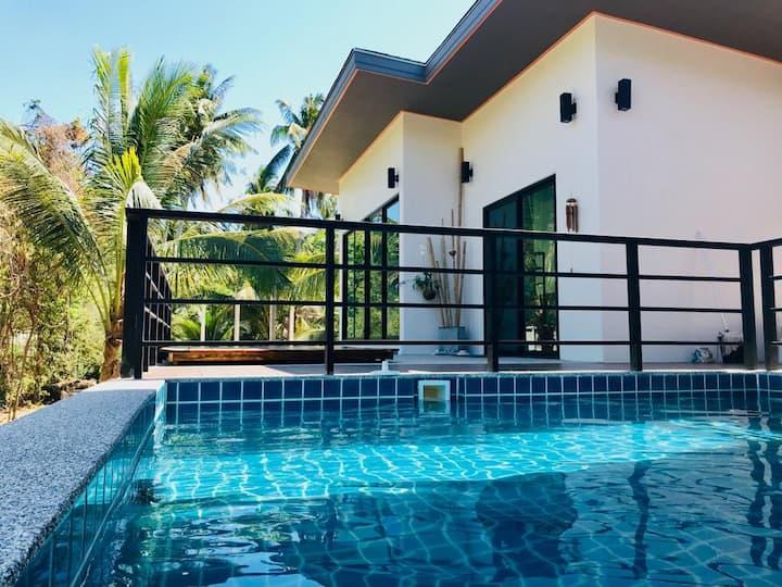 Exclusive new villa with Pool at Klong Nin Beach