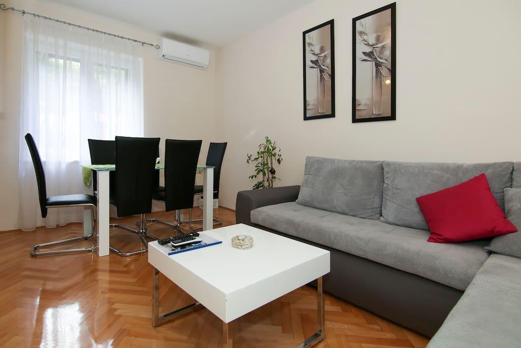 Livingroom and diningroom