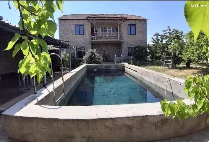 Villa in Ptghni