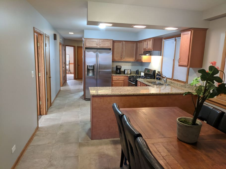 Spacious Newly Remodeled 3 Bedroom 1 5 Bath Condo Condominiums For Rent In Chicago Illinois
