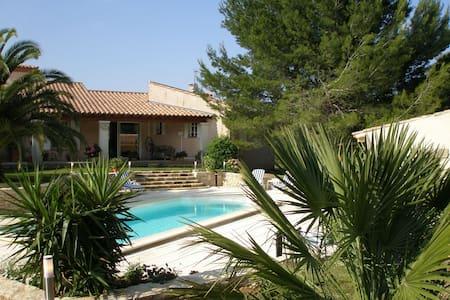 Maison de caractère en Provence Gard à la Campagne - Beaucaire - Hus
