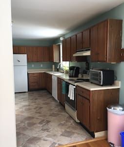 Quiet Williston Village Apartment - Williston - Apartment