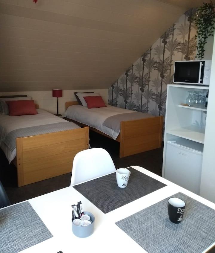 Rustige privékamer met eigen badkamer