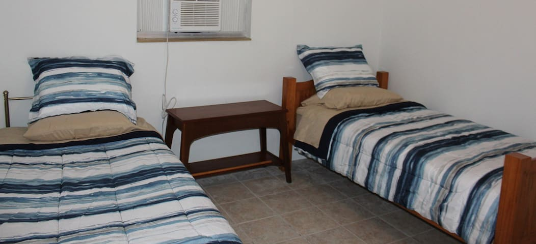 RM 2: Private: 2 TWIN BEDS Near Space Coast Beach