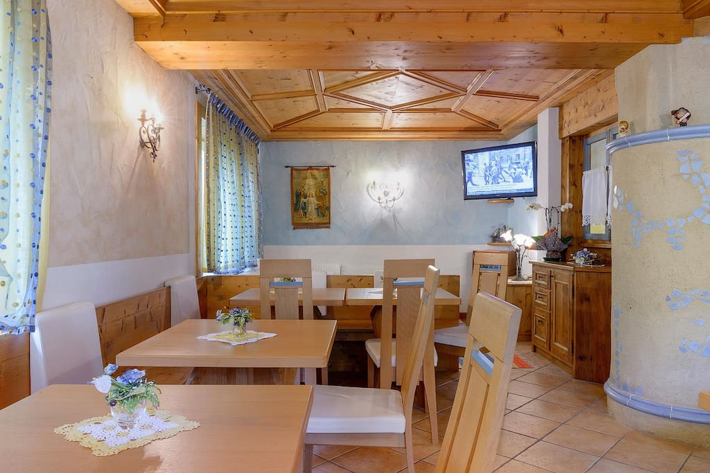 Meubl bar giustina bed breakfasts for rent in auronzo for Meuble bar stube giustina