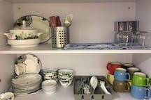 Plates, Bowls, Cups, Chopsticks, Knife, Forks, Spoons. 足够的杯碗碟刀叉筷子匙更及红酒杯等