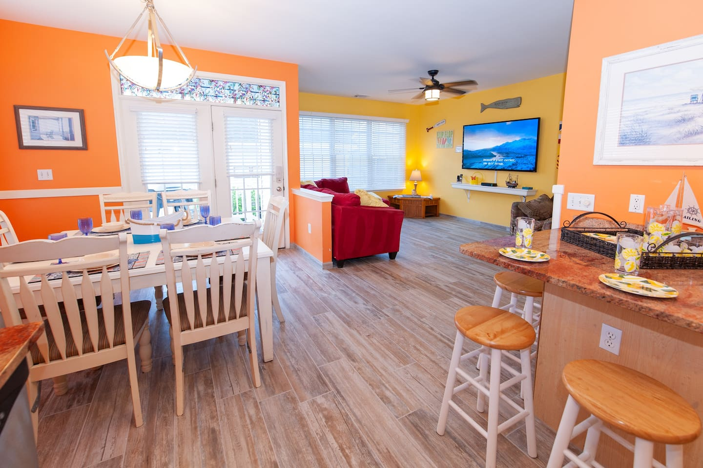 """❤️ The living room is Incredible! It's a Great Place for you to gather with friends and family! Enjoy great views and the fresh sea air from the back Deck! There is also a HUGE 70""""  HDTV with Free HBO, Sports, and 300 channels for your entertainment!"""