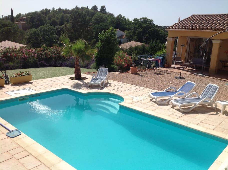 Villa piscine vidauban var vue degagee villas louer for Villa piscine france