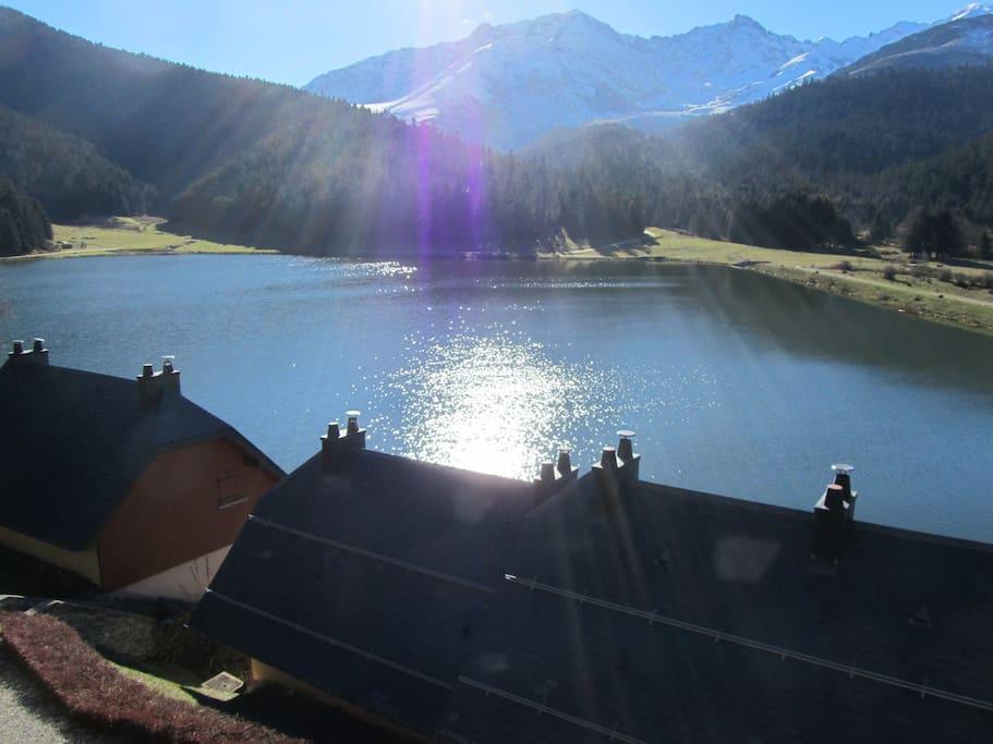 le lac est magnifique, été comme hiver