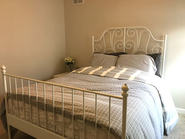 Recently Updated Private Room in Vernon Hills - Vernon Hills - Huis