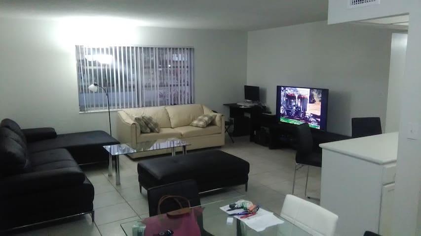 Apartamento en Lauderdale Oaks - Lauderdale Lakes
