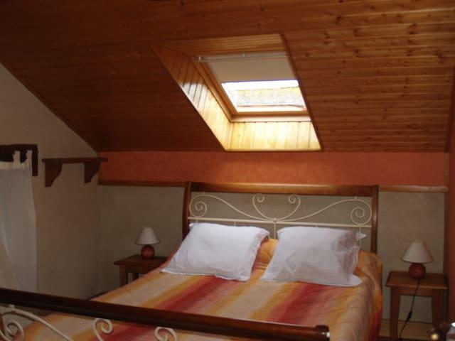 Chambre 1 avec 1 lit double 140x190