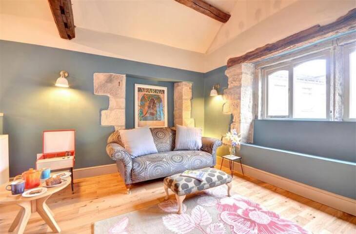 Stylish & Luxurious: Art-Filled Yorkshire Cottage