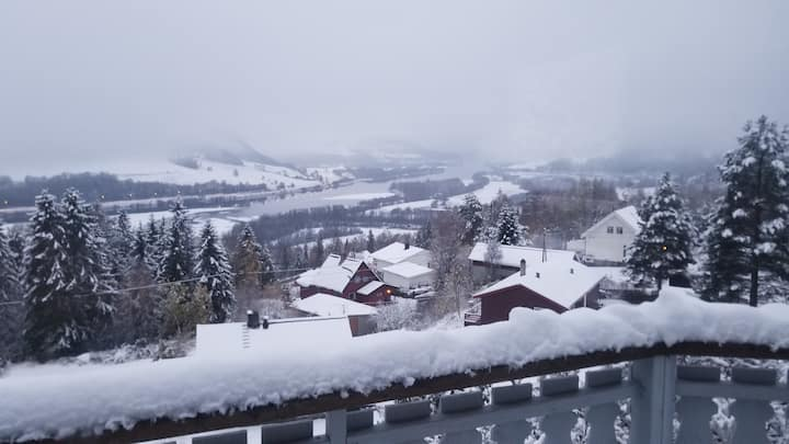 2BR APT by Kvitfjell modern amenities & cabin feel