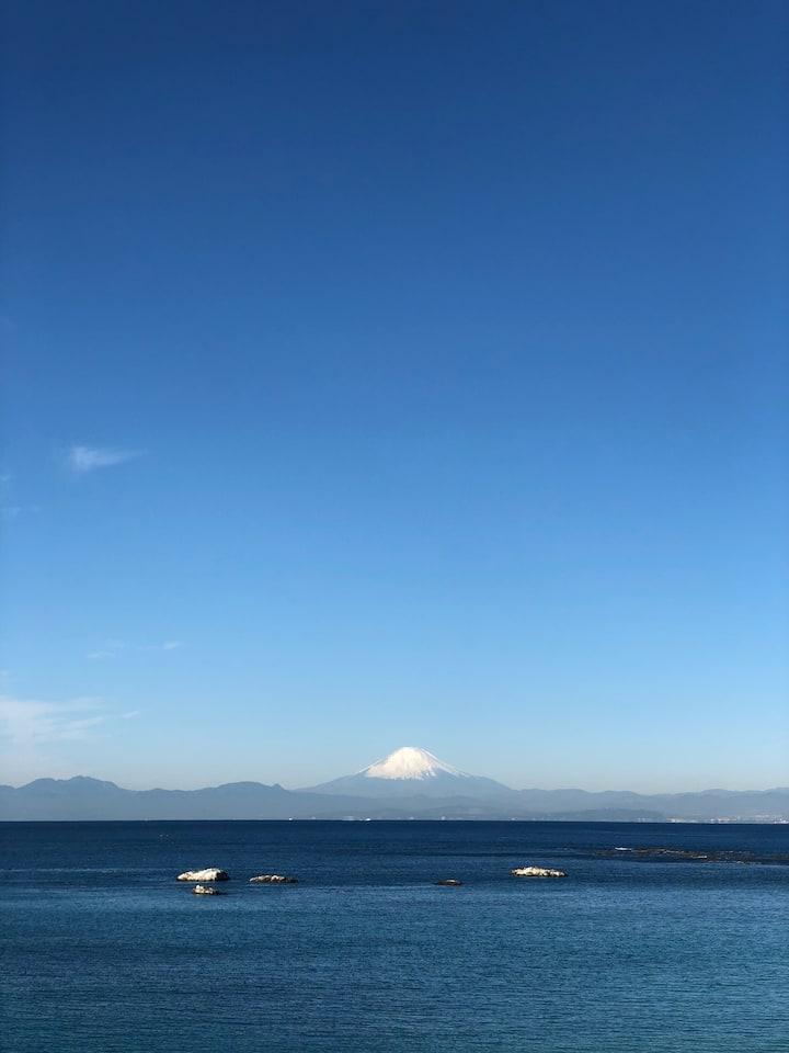 Walking distance to the beach w/Mt. Fuji