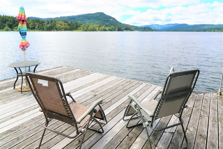 Shawnigan Lake Waterfront Home with Beautiful View