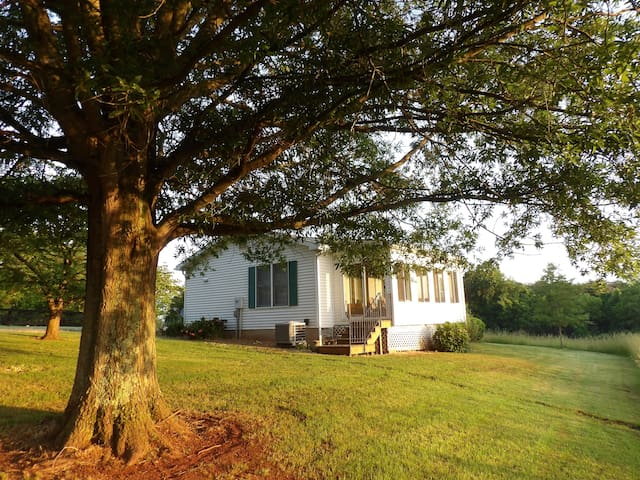 Winters Retreat Farm Cottage - Entire house