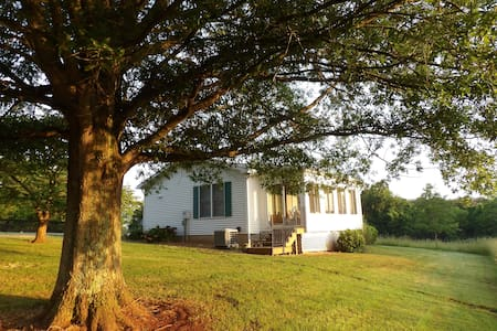 Winters Retreat Farm Cottage - Entire house