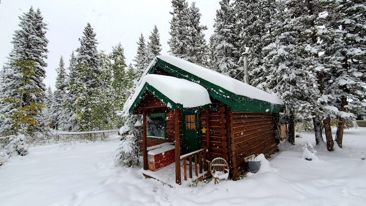 Private Log Cabin in Bragg Creek, Calgary, Canada