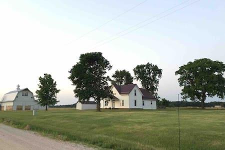Rustic Farmhouse near Springfield, MO!