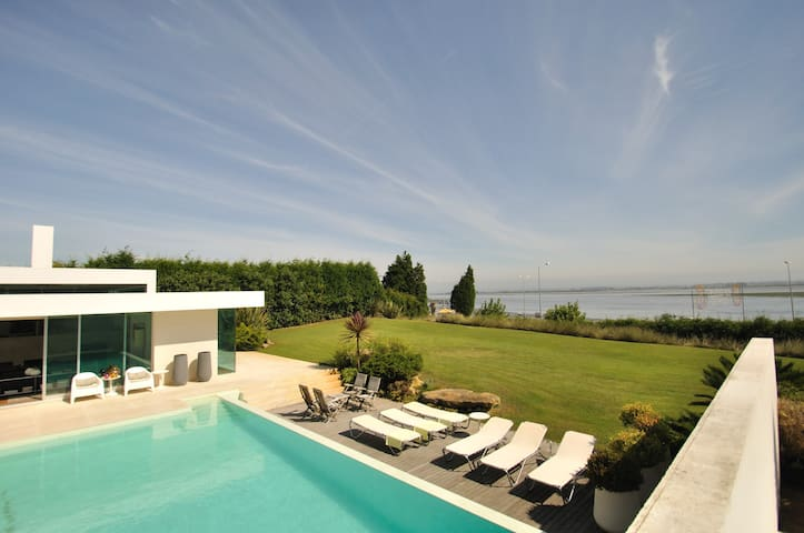 Casa Regina-Luxury Seaside Villa 35 minutes Porto