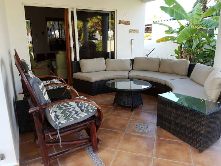 Hermosa Villa en Playa Blanca con acceso a Laguna