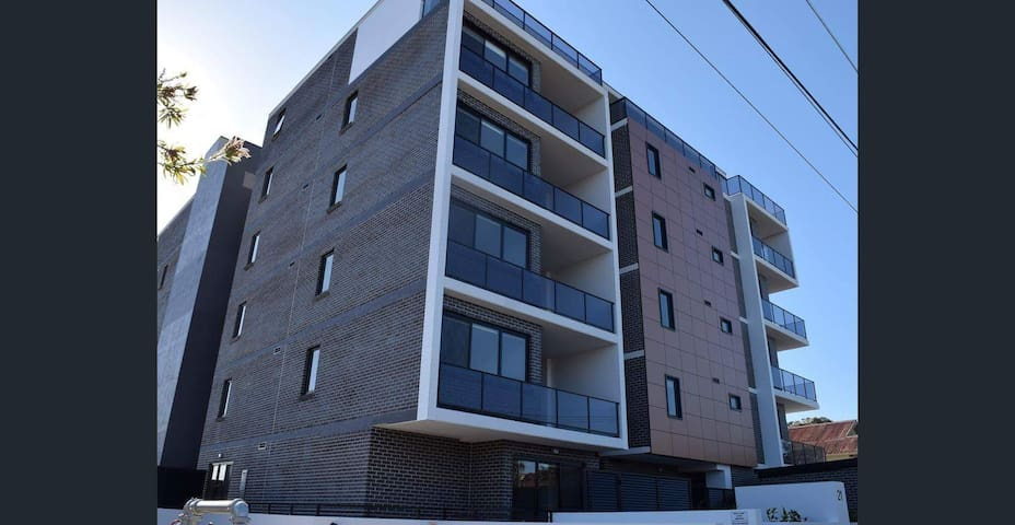 2 brand new bed room units in Bankstown
