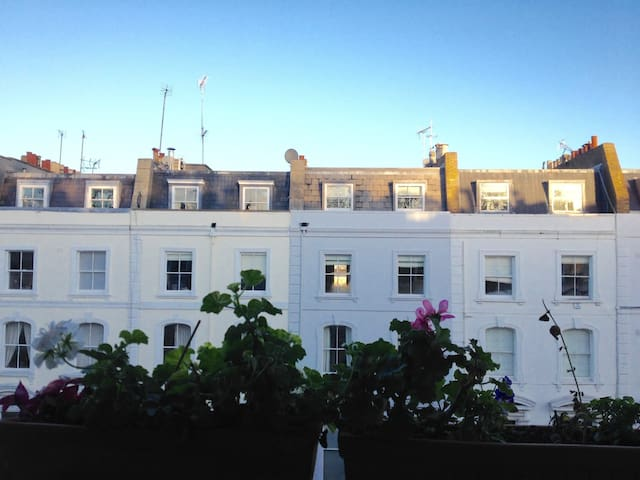 Peaceful Dbl room, 1 min from Portobello Market. - Londra - Appartamento