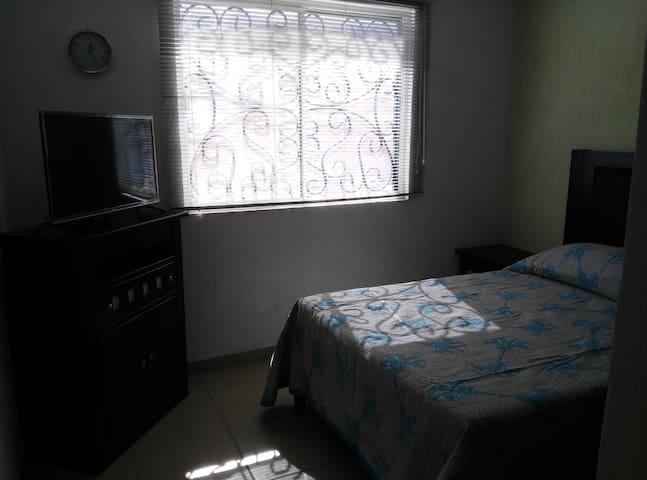 Recámara matrimonial ideal para descansar con excelente iluminación y ventilación.