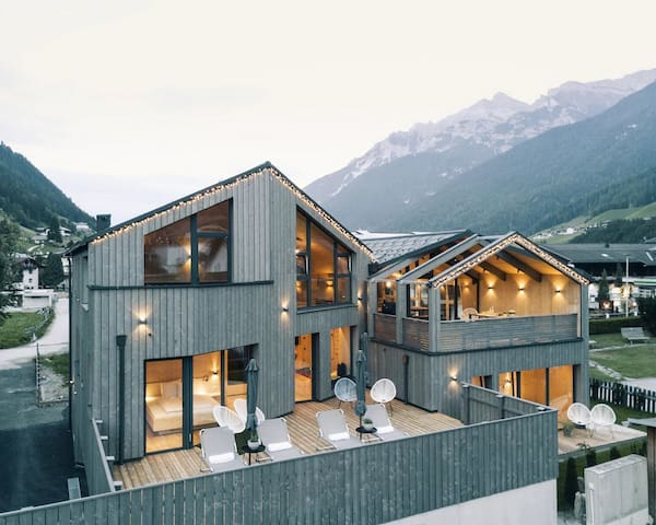 Contemporary 5BDR Chalet BOOK ON WHTSPP +33⇀754⇀41⇀6873