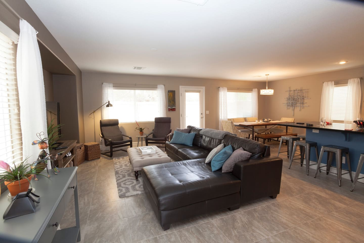 Open concept kitchen, family room & dining room