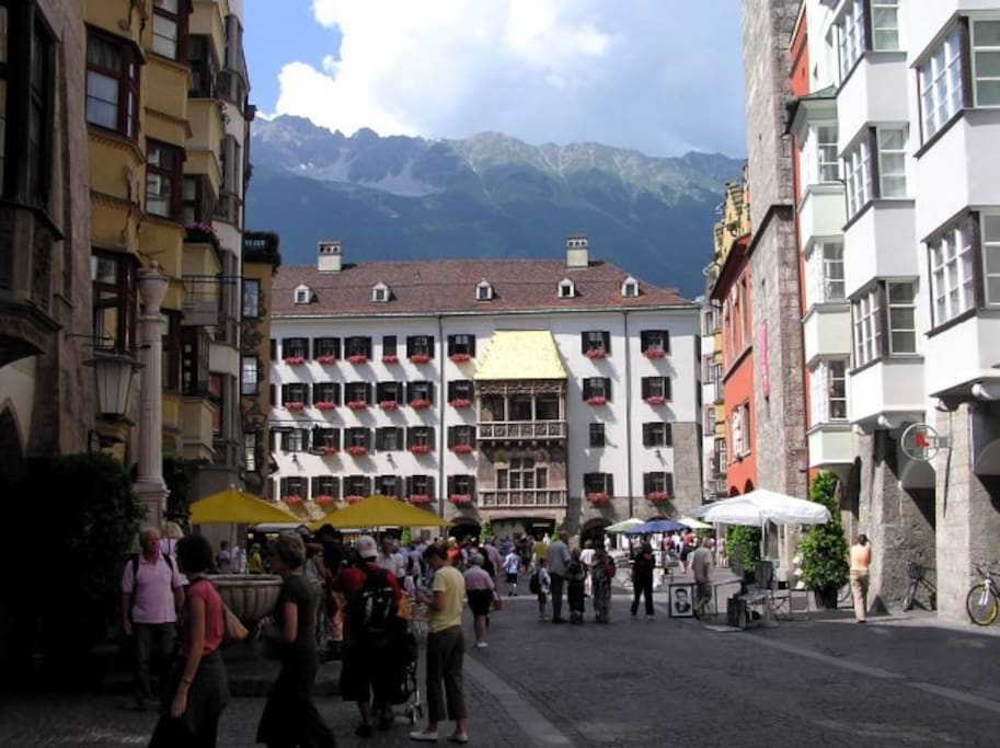 This picture was taken directly out of our frontdoor. So you live in the historic centre of Innsbruck. The most important sights, shopping malls, restaurants, bars and clubs, as well as many public transport services are within reach of max. 10 minutes walk.