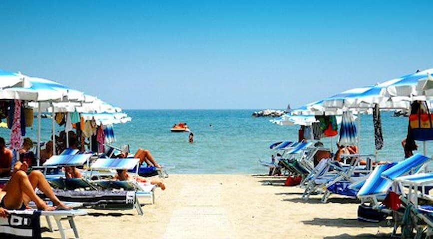 un Bilocale Holiday 8 - vicinissimo al mare