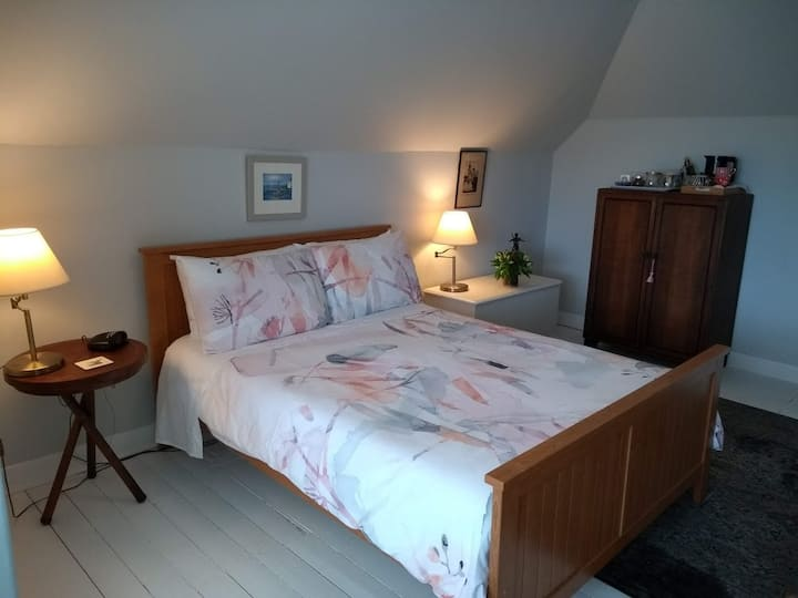Room in Scottish home, great location & b/fast (B)