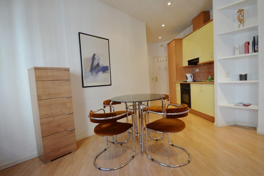 Centro santa ana moderno 3 departamentos en alquiler en for Madrid moderno