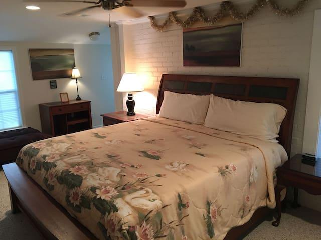Seven Oaks - North Suite