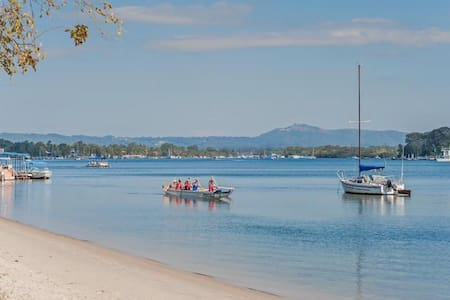 Noosa Waters Home, close to river. Pet friendly. - Noosaville - Haus