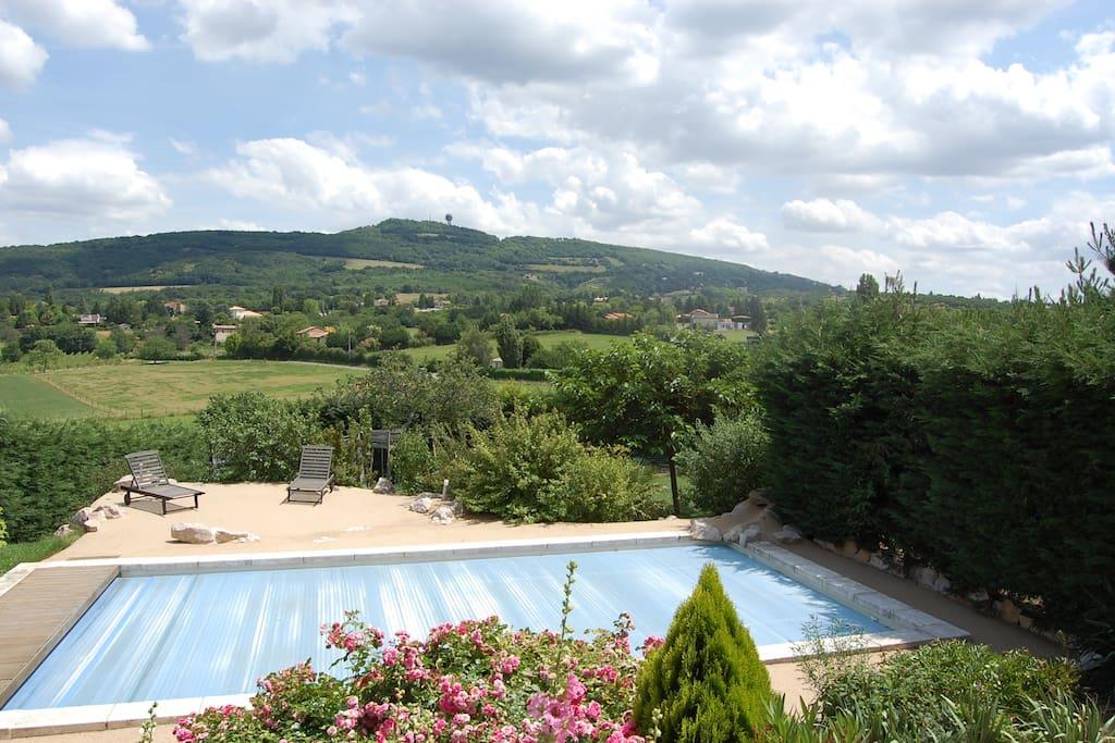 Piscine 10x5, vue sur le mont Verdun