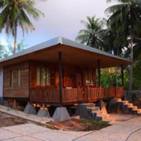 Rumah Tradisional Berpemadangan Indahnya Laut