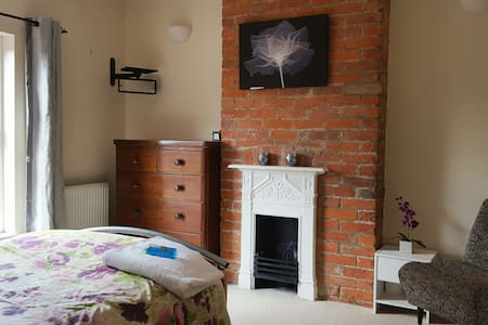 BRIGHT RM YEOVIL CLOSE TO TOWN CTR - Yeovil - B&B