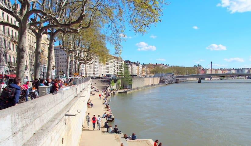 Redisigned 2016 vue Saône parking - ลียง - อพาร์ทเมนท์
