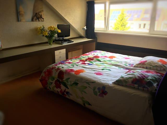 Privékamer met separate werkruimte bij Delft