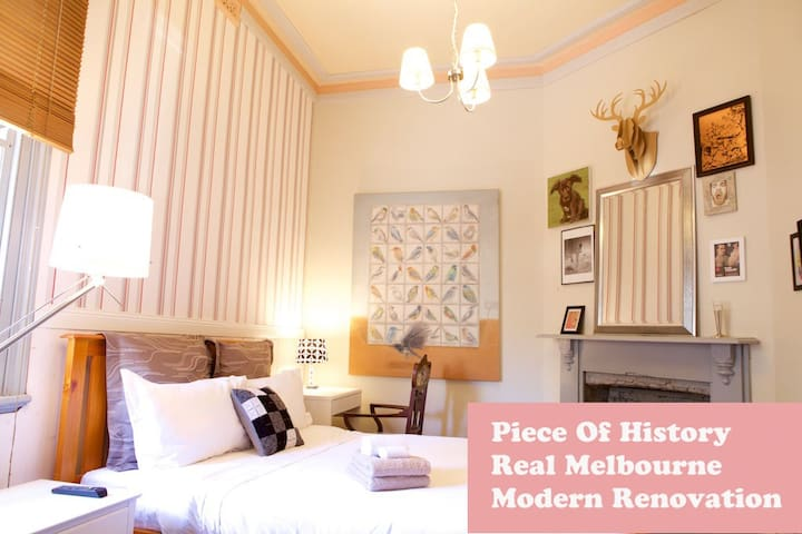 Innercity pad:  Boutique Cozy Room 3 stops to CBD