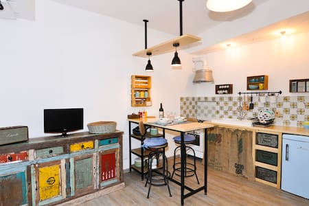 Rapallo town center cosy studio with garage!