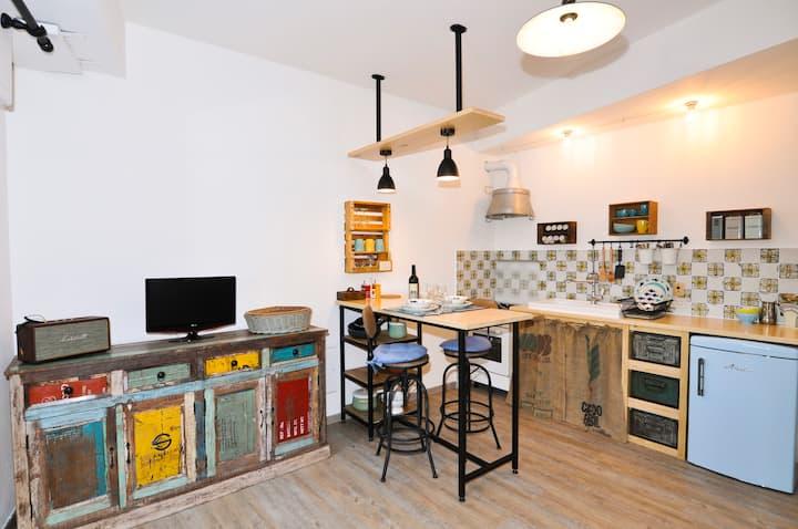 Rapallo town center cosy studio with garage!