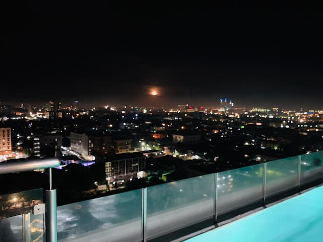 24th Loft-type Penthouse at the Heart of the City