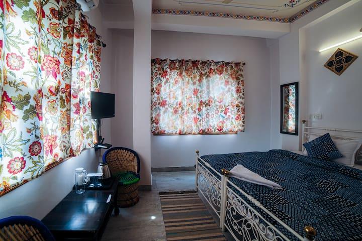 Deluxe Room in Old City - AC|TV|Wifi|Hot Water