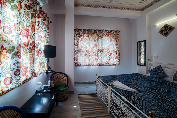 Delux Room in Old City with Wi-Fi| A/C | Hot Water