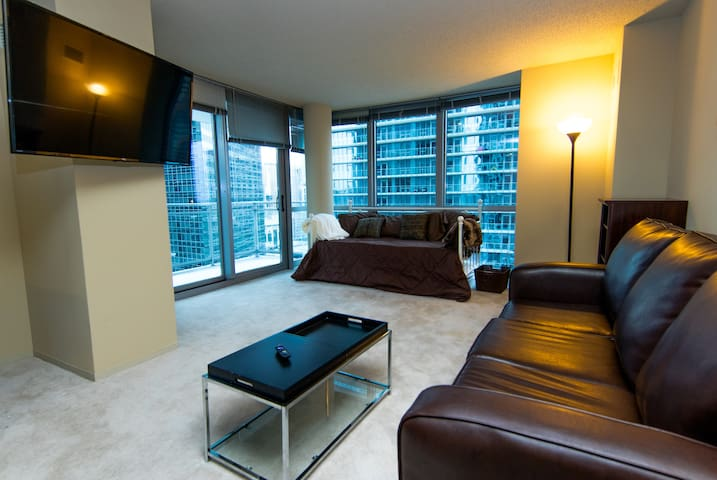 Windy City Luxury in LOOP w/ Balcony Downtown! - Chicago - Apartment
