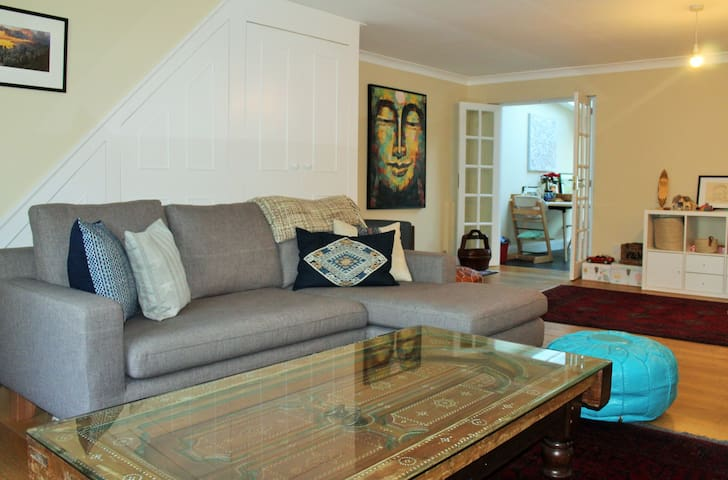 Large house, 7 minutes from train, Very comfy!